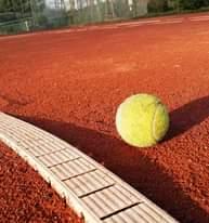 Bild könnte enthalten: Tennis und im Freien